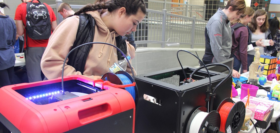 Student examines the 3D printer at the expo.