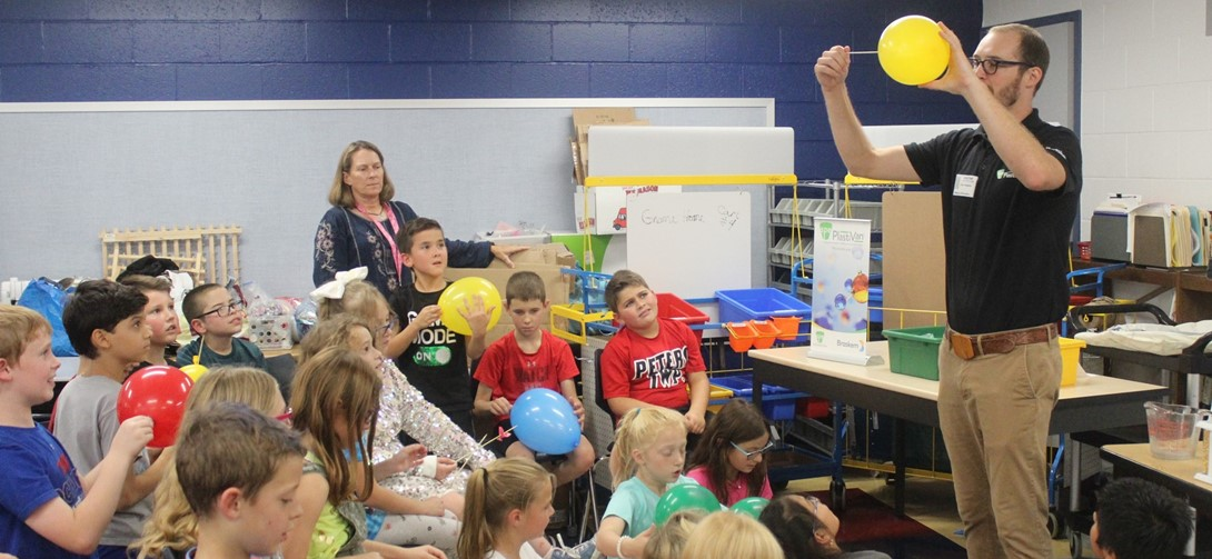 Materials scientist at McMurray meets with 4th grade students.