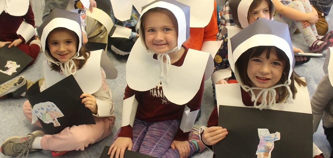 Students dressed in Pilgrim Hats.