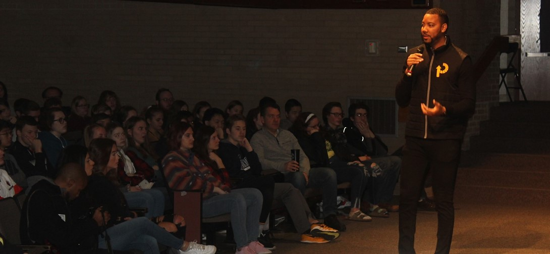 Wes Lyons speaks to the students at PTHS.